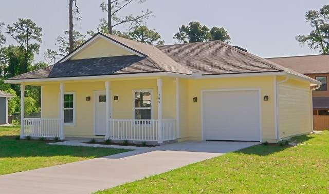 4255 Kristen St, Hastings, FL 32145 (MLS #211419) :: The Newcomer Group