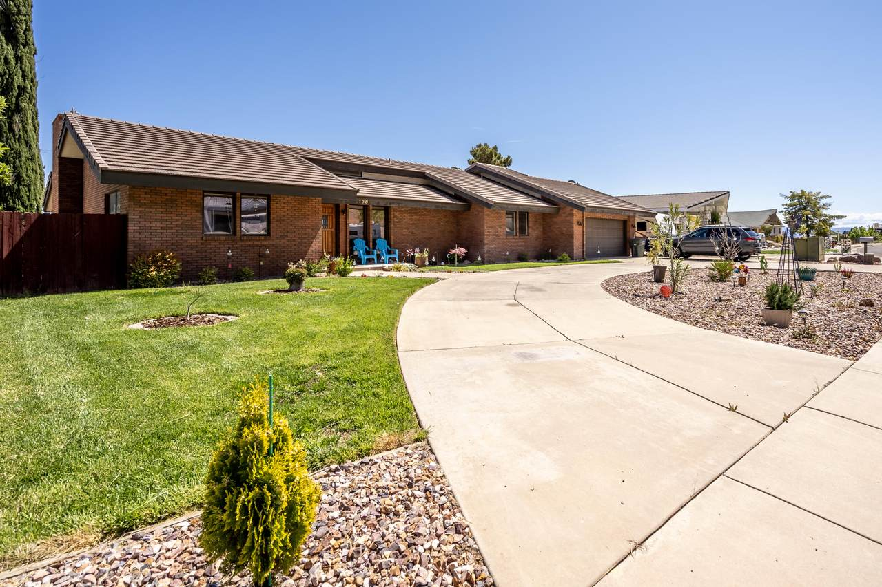 138 Donlee Dr - Photo 1
