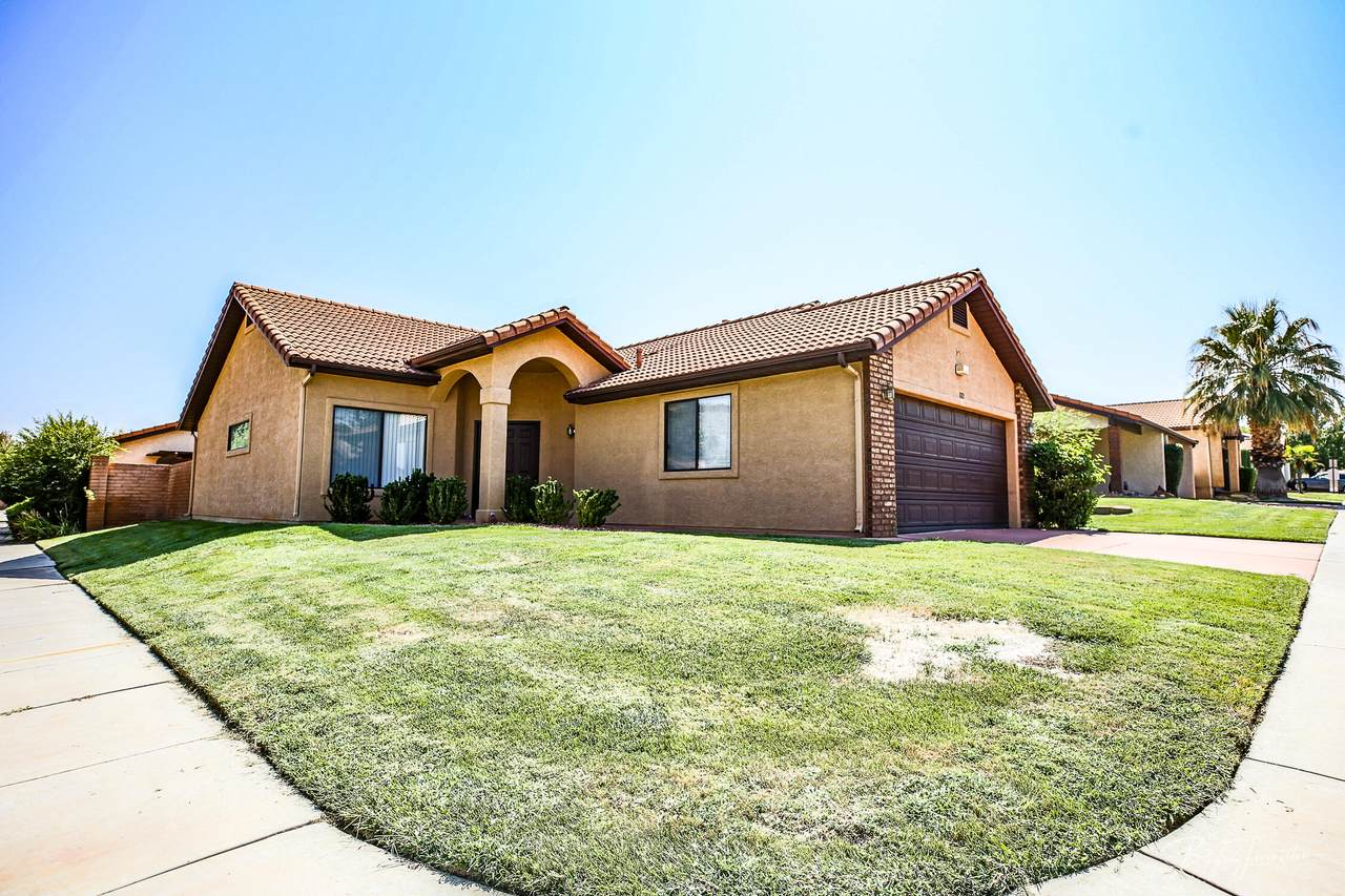 545 Valley View Dr - Photo 1