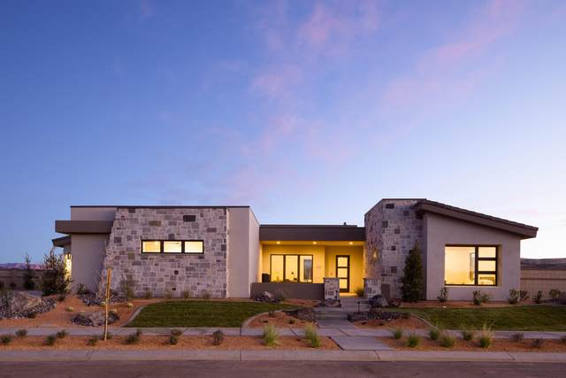 894 W Bronze Plateau Dr, St George, UT 84790 (MLS #20-211146) :: The Real Estate Collective