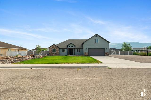 4902 N Bald Eagle Dr, Enoch, UT 84021 (MLS #21-224729) :: The Real Estate Collective
