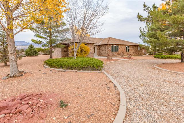 1006 N Pinion Ln, Dammeron Valley, UT 84783 (MLS #17-189643) :: Remax First Realty