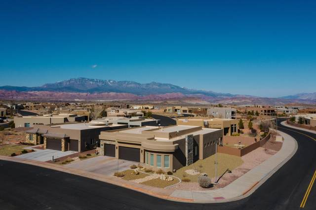 5442 W Desert Hollow Ln, Hurricane, UT 84737 (MLS #20-211322) :: The Real Estate Collective