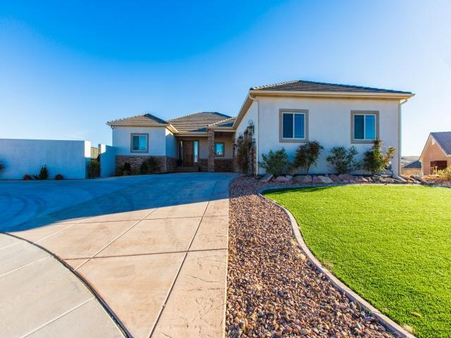 731 Obsidian Dr, St George, UT 84770 (MLS #18-192312) :: Saint George Houses