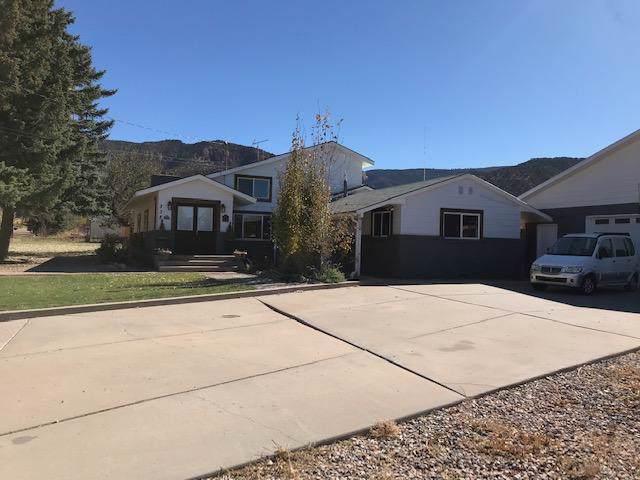 338 E Center St, Paragonah, UT 84760 (MLS #19-208342) :: The Real Estate Collective