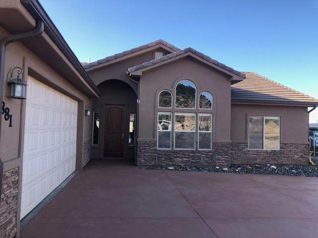 881 W Smithsonian Way, Apple Valley, UT 84737 (MLS #20-212415) :: Red Stone Realty Team