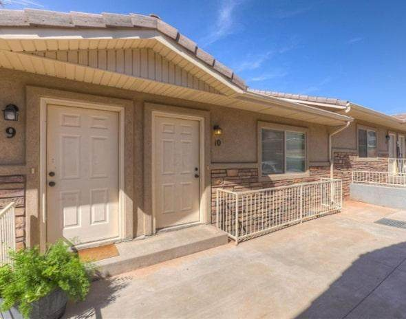 435 N Stone Mountain Dr #10, St George, UT 84770 (MLS #20-212425) :: Remax First Realty