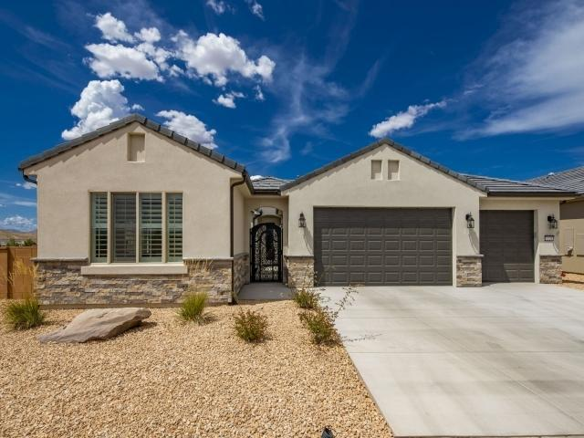 1528 W Gilded Flicker Dr, St George, UT 84790 (MLS #19-205807) :: John Hook Team