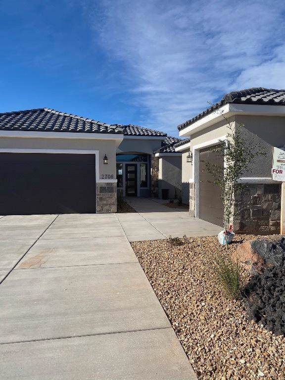 2708 S 3730 W, Hurricane, UT 84737 (MLS #19-209368) :: Team SURGE @ KW St. George
