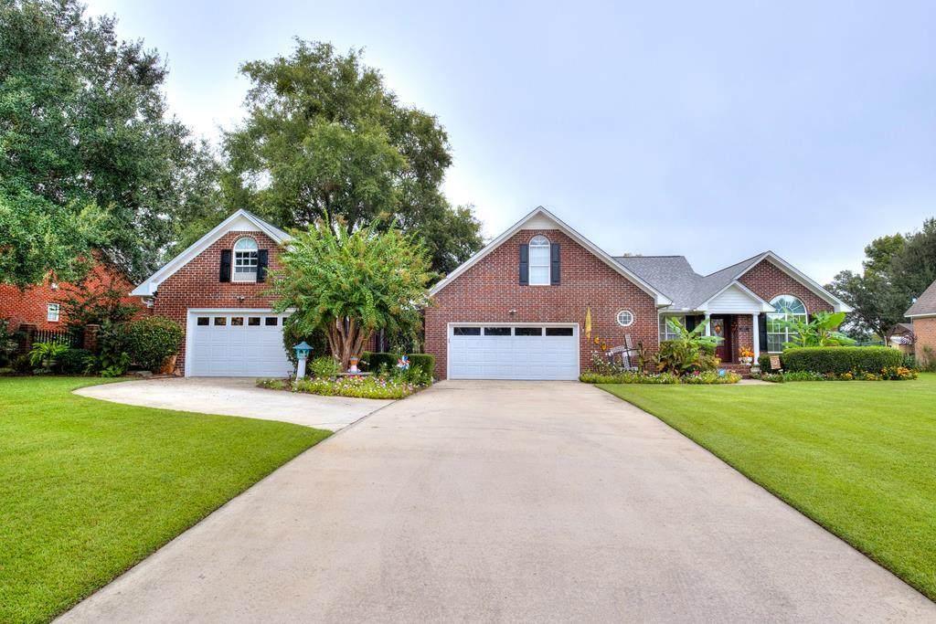 1529 Lakeview Drive - Photo 1