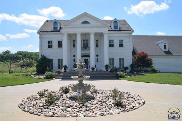413 SW River Hill Dr, Topeka, KS 66615 (MLS #199398) :: Stone & Story Real Estate Group