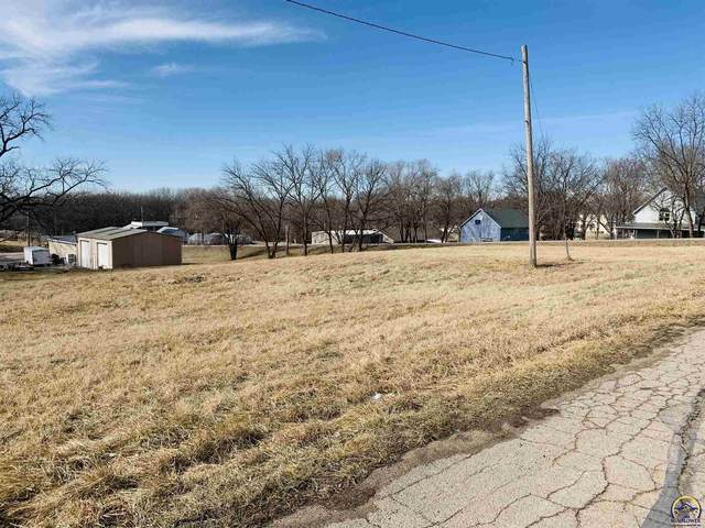 900 Mulberry St, Valley Falls, KS 66088 (MLS #217066) :: Stone & Story Real Estate Group