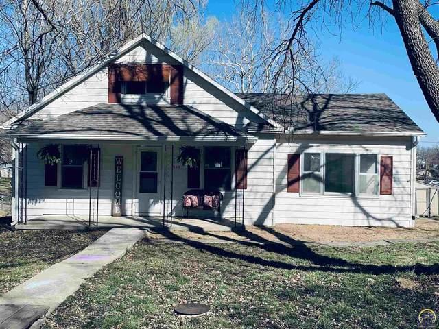 809 Elm St, Valley Falls, KS 66088 (MLS #217510) :: Stone & Story Real Estate Group
