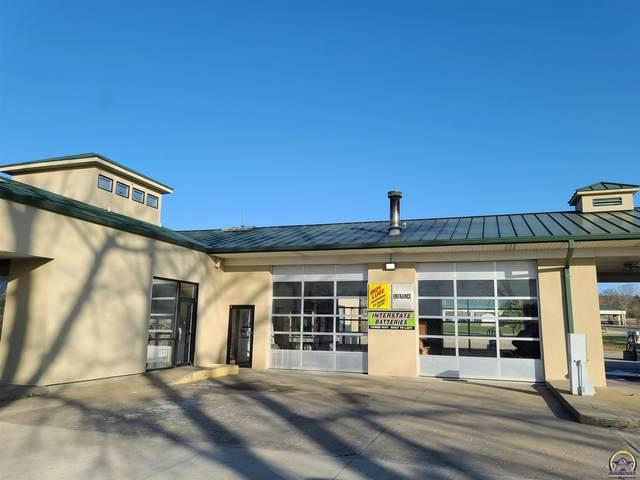 4700 NW Hunters Ridge Cir, Topeka, KS 66610 (MLS #217704) :: Stone & Story Real Estate Group