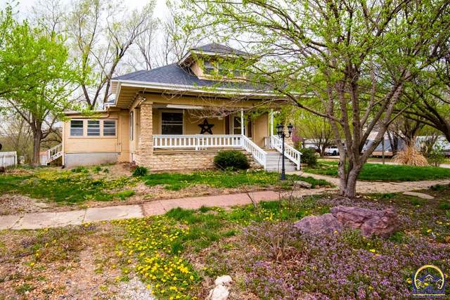 700 Mulberry St, Valley Falls, KS 66088 (MLS #217821) :: Stone & Story Real Estate Group