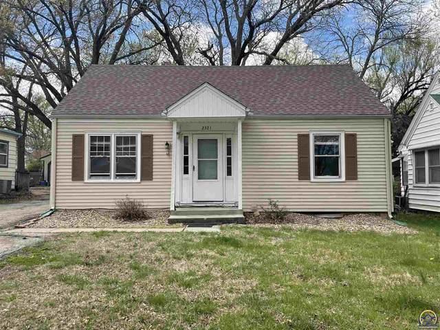 2321 SE Maryland Ave, Topeka, KS 66605 (MLS #218035) :: Stone & Story Real Estate Group