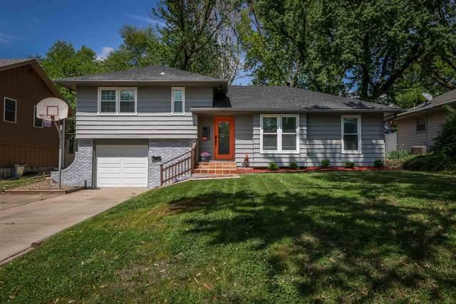 3726 SW Twilight Dr, Topeka, KS 66614 (MLS #218320) :: Stone & Story Real Estate Group