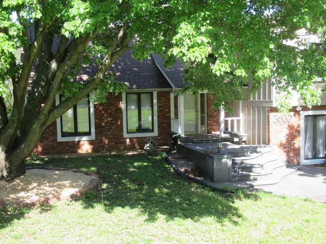 3832 SW Canterbury Town Rd, Topeka, KS 66610 (MLS #218508) :: Stone & Story Real Estate Group