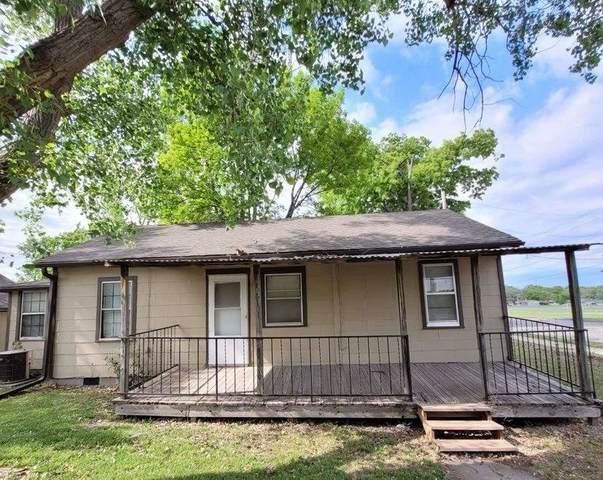 1916 SE 24th St, Topeka, KS 66605 (MLS #218513) :: Stone & Story Real Estate Group