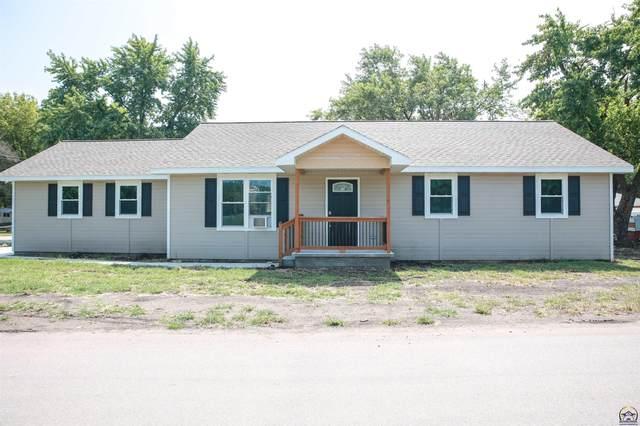 311 Maple St, Wamego, KS 66547 (MLS #220567) :: Stone & Story Real Estate Group
