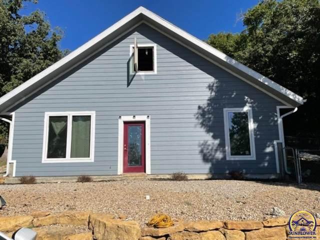 9589 Village Lane, Ozawkie, KS 66070 (MLS #220929) :: Stone & Story Real Estate Group
