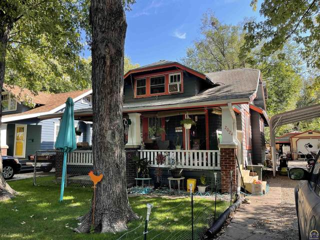 2024 SW Lincoln St, Topeka, KS 66604 (MLS #221114) :: Stone & Story Real Estate Group
