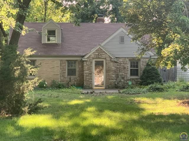 2229 SW Burnett Rd, Topeka, KS 66614 (MLS #221119) :: Stone & Story Real Estate Group