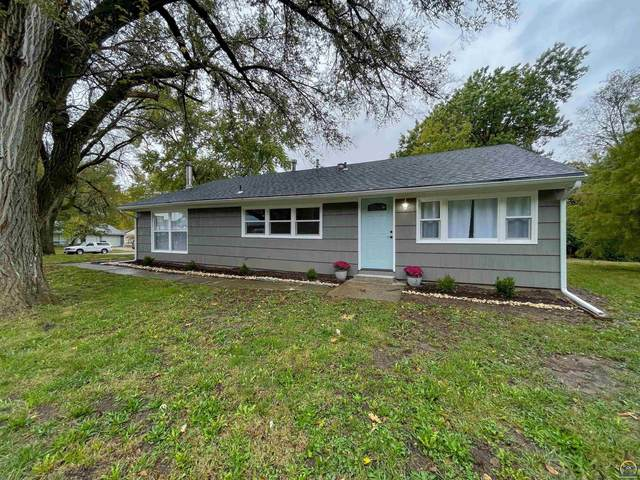 2725 SW Gage Blvd, Topeka, KS 66614 (MLS #221393) :: Stone & Story Real Estate Group