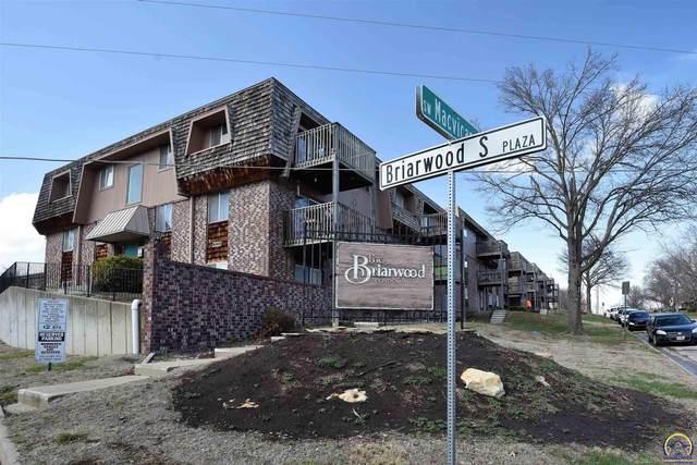 3121 SW Macvicar Ave, Topeka, KS 66611 (MLS #217429) :: Stone & Story Real Estate Group