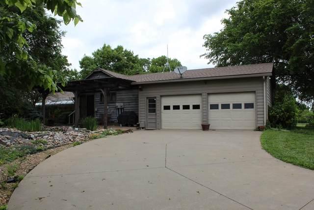 22452 Sunset Dr, Vassar, KS 66543 (MLS #218714) :: Stone & Story Real Estate Group