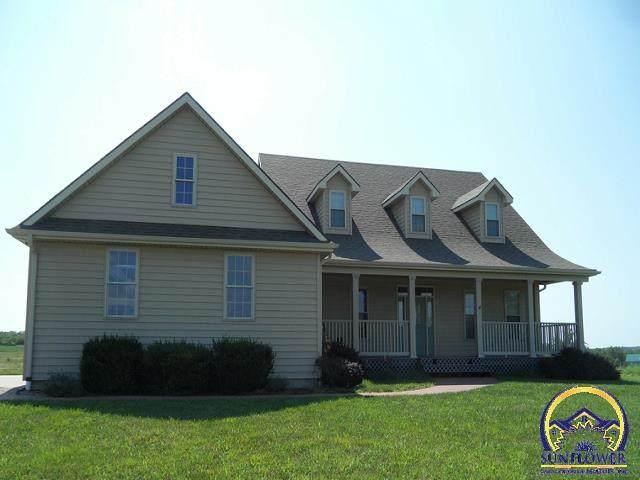 5606 SW Auburn Rd, Topeka, KS 66610 (MLS #217998) :: Stone & Story Real Estate Group