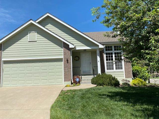 3601 SW Willow Brook Dr, Topeka, KS 66614 (MLS #218321) :: Stone & Story Real Estate Group