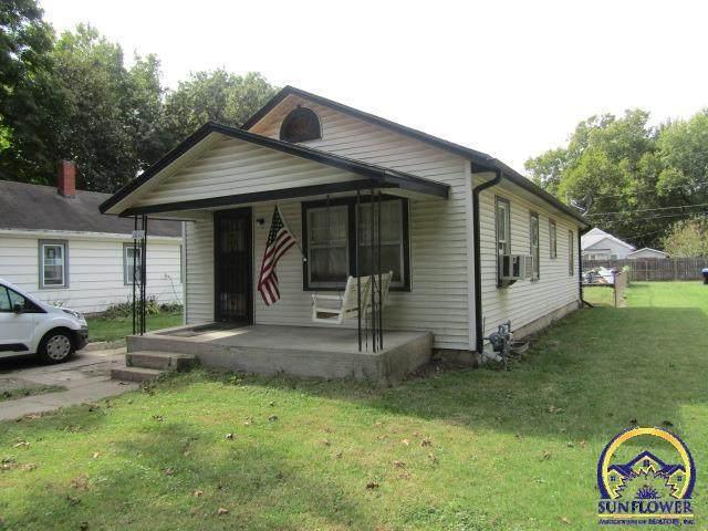 1011 NE Oakland Ave, Topeka, KS 66616 (MLS #221381) :: Stone & Story Real Estate Group