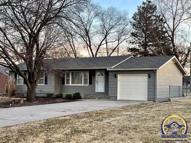 815 Sanders St, Burlington, KS 66839 (MLS #216840) :: Stone & Story Real Estate Group