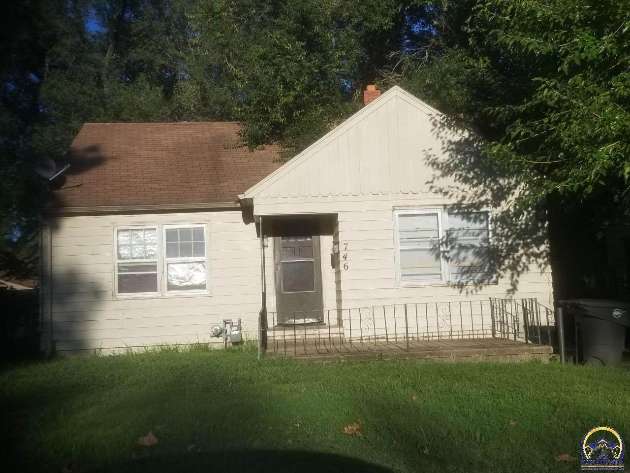 810 Cambridge Ave - Photo 1