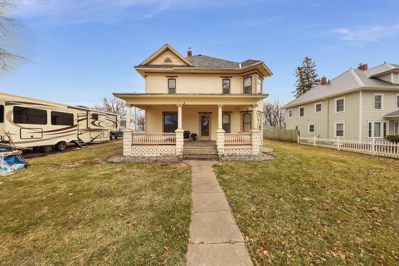 309 Country Street - Photo 1