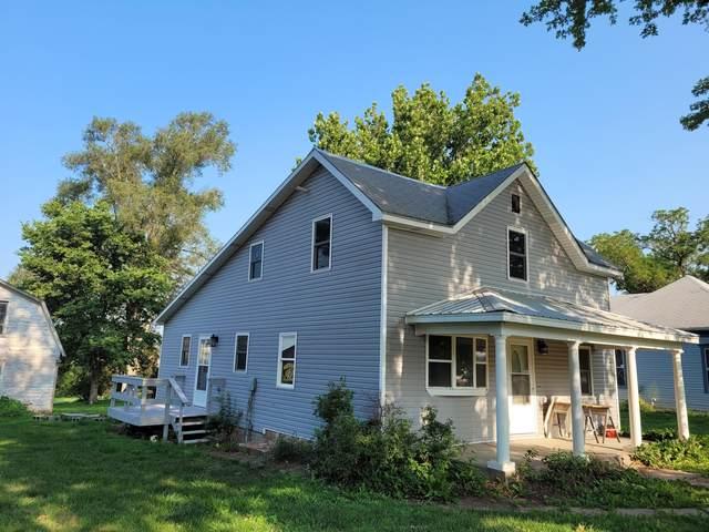112 West Street, HENDERSON, IA 51541 (MLS #21-1469) :: Berkshire Hathaway Ambassador Real Estate