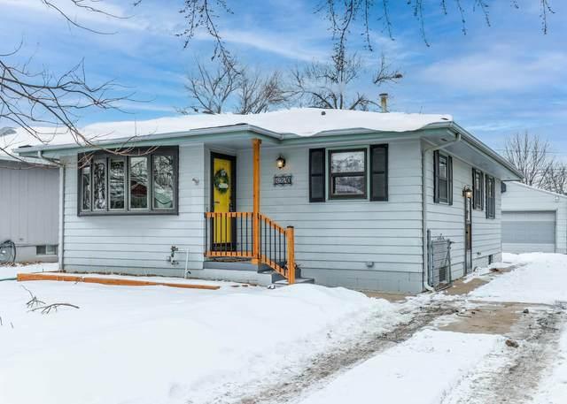 3220 Avenue J, COUNCIL BLUFFS, IA 51501 (MLS #21-183) :: Berkshire Hathaway Ambassador Real Estate