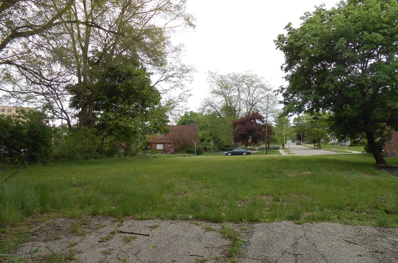 261 North Avenue - Photo 1