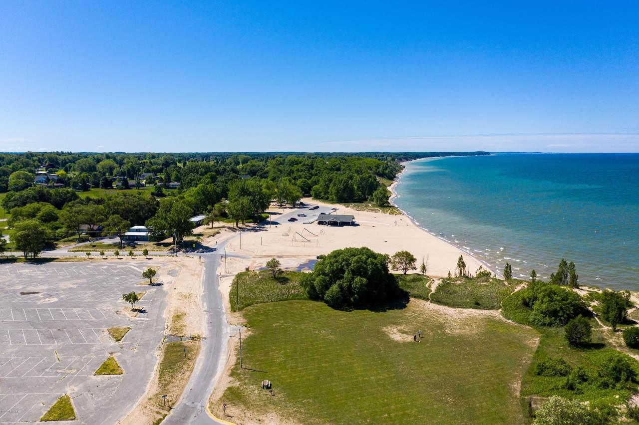 101 Lakeshore Drive - Photo 1