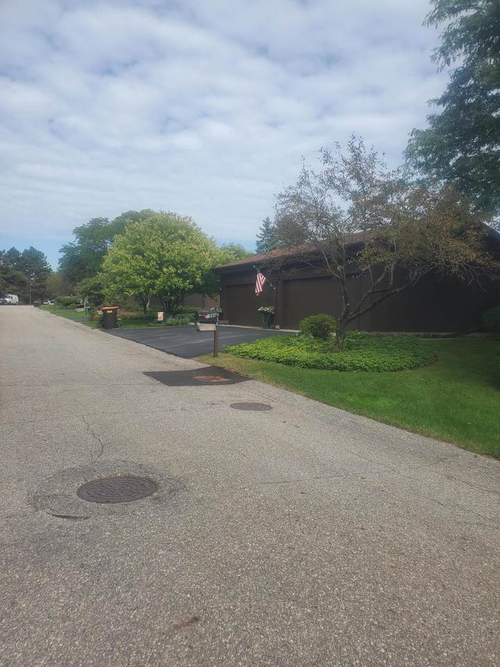 5964 Parview Drive - Photo 1