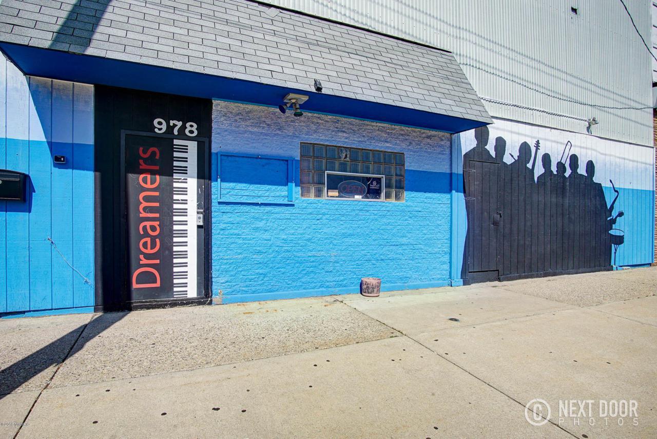 978 Pine Street - Photo 1