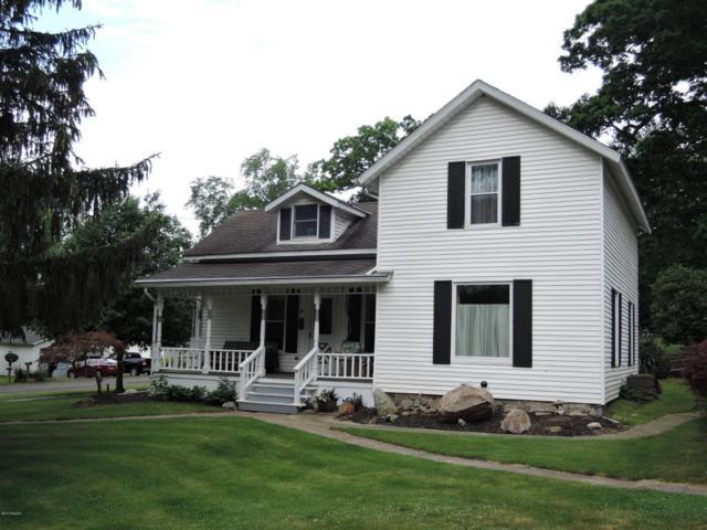 301 N Chestnut, Augusta, MI 49012 (MLS #17027800) :: Matt Mulder Home Selling Team