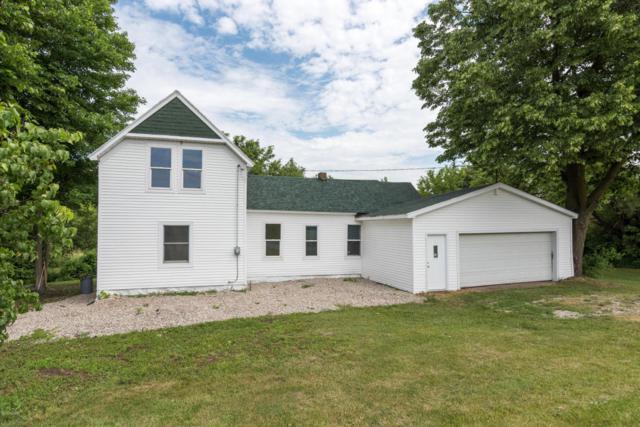 1020 Pifer, Delton, MI 49046 (MLS #17029679) :: Matt Mulder Home Selling Team