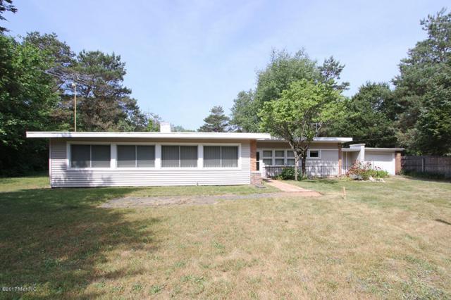 9443 W P Avenue, Kalamazoo, MI 49009 (MLS #17030014) :: Matt Mulder Home Selling Team