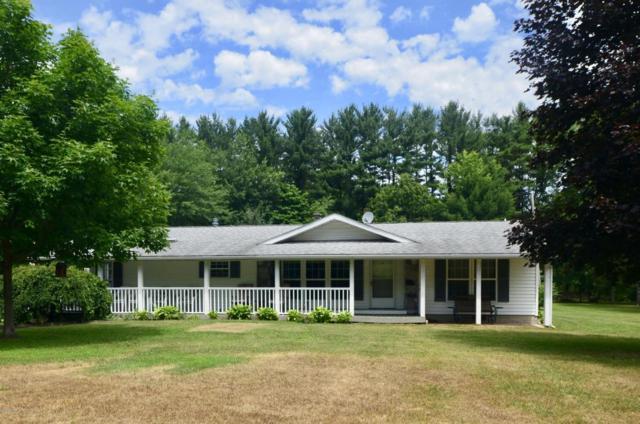 31284 42nd Avenue, Paw Paw, MI 49079 (MLS #17030609) :: Matt Mulder Home Selling Team