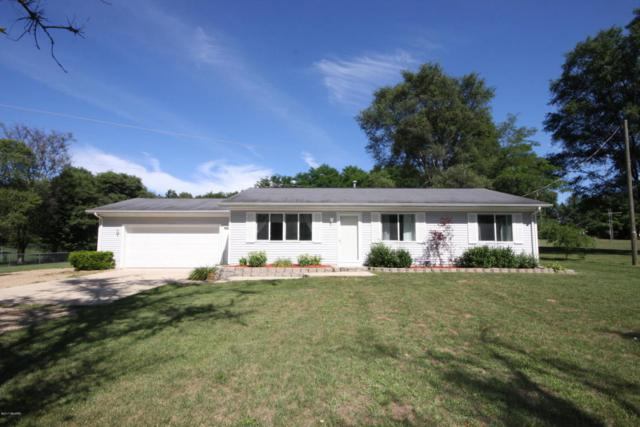 811 S Main Street, Lawton, MI 49065 (MLS #17041555) :: Matt Mulder Home Selling Team
