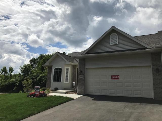 122 Round Hill Road #17, Kalamazoo, MI 49009 (MLS #17041606) :: Matt Mulder Home Selling Team