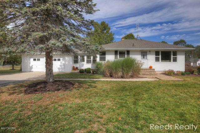 815 10 Mile Road NE, Comstock Park, MI 49321 (MLS #17049181) :: Matt Mulder Home Selling Team