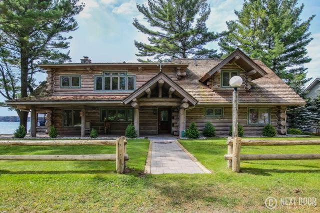 821 E Lake Street, Pentwater, MI 49449 (MLS #17055095) :: Deb Stevenson Group - Greenridge Realty